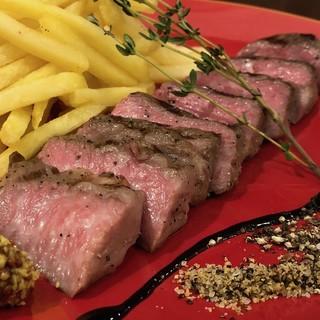厳選素材・牛豚鶏旨味をギュッと凝縮させた究極の肉盛り