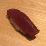 鮨 さかい - 赤身:ひら漬け、塩釜、やま幸。まさにルビー色の宝石。包丁の刃に吸い付く肌に、斬りつけている親方から笑みがこぼれます