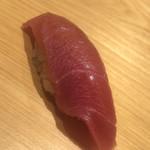 鮨 さかい - ●中トロ:腹カミの血合い岸。酸味と甘味と旨味の三位一体に悶絶