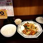 赤坂ふ~ちん - ホイコーロー定食、780円。サービスのゆで卵のっけ。