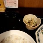 赤坂ふ~ちん - 小鉢とスープ付き。
