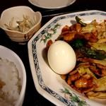 赤坂ふ~ちん - 味噌ダレもゆで卵に合います。