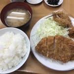 116947260 - ロースかつ定食(770円)とカキフライ(160円)、あじフライ(190円)