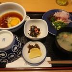 丸水 - 料理写真:天然真鯛の宇和島鯛めしで鯛の切り身を増量