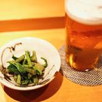 Shigeru - お通しは山菜のおひたし