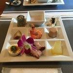 ウーロン - 料理写真:たっぷり9種の前菜。一品毎に説明されましたが、多過ぎて私の頭では無理 (>_<)