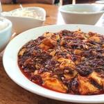 春雷 - 料理写真:人気の麻婆豆腐のランチ