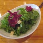 ニケ ワイン&グリル - サラダ