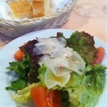 11699958 - Aセットのサラダ。パン。