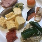 ガーデン ダイニング - 朝食ビュッフェ3500円(総額)。オクラと鶏胸肉の餡掛けなど。食べたいものが少ないので、同じものをたくさん食べました(^◇^;)