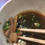 麺鮮醤油房 周一 - つけ汁の具