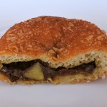 ポールボキューズパンショップ - 料理写真:プレミアム熟成ビーフカレーパン