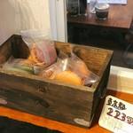 野菜がおいしいカフェ LONGING HOUSE - 自然素材のマカロン。萌黄(野沢菜)、秋月(かぼちゃとアーモンド)