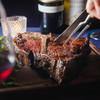 アルベロ ネロ - 料理写真:薪と炭で焼き上げた名物T骨ビステッカ 。必ず召し上がる白金ご近所の常連様増えてます。