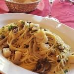 トスカーナ - ホタテとキノコのオイル煮パスタ