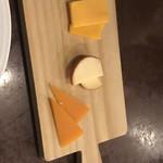イタリアンバジル - チーズ盛り合わせ