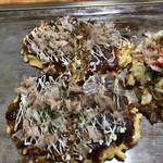 ひろっちゃん - イカ玉と豚玉