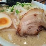 えび豚骨拉麺 春樹 - 濃厚豚骨醤油720円税込を細麺、さらには無料の大盛1.5玉