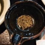 亀八庵 - 薬味(黒胡椒)