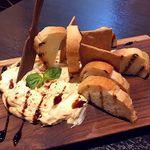 肉&生ハム 隠れ家バル ボノボ  - 味噌の味わいがひろがるクリームチーズ