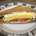 ザ・サンドイッチスタンド - *少し甘めの玉子焼き、マヨネーズで和えたゆで卵、トマトなどが入り美味しい。 何より食パンが美味しい