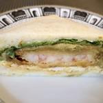 ザ・サンドイッチスタンド - *海老カツ、玉子、アボカドが入りこれもボリュームある品。 この食パンも美味しい。