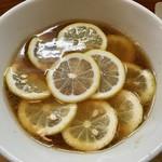 りんすず食堂 - 料理写真:「レモンラーメン」720円也。税込。