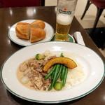 オー バカナル - 牛肉とキノコのクリーム煮込みランチ1,800円、ハイネケン生720円