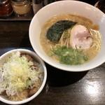 漢 - 漢セット(漢らーめん(こってり + 小純レバ丼))