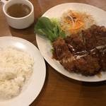 ハローコーヒー - 料理写真:スーパージャンボチキンカツ890円