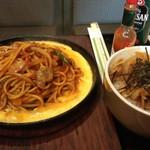 みどり食堂 - 料理写真:イタスパとミニ丼のランチ、ミニ丼は焼肉丼です。