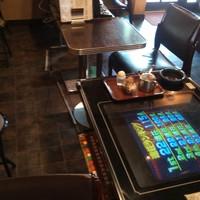 みどり食堂-店内の1人用座席が有るゲームコーナーです。