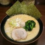 たくみ家 - 醤油ラーメン(780円)