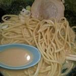 たくみ家 - 麺アップ