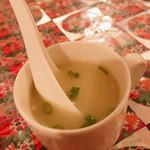 ガネーシャ - ランチのスープ。 鶏ガラ味で、けっこう美味しいです。