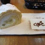 アーペ和茶カフェ - 季節限定の「さつまいものカスタードロール」(380円):11月の商品です。