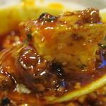 食彩ガーデン - ラー油が浮かんだ餡の中に、木綿豆腐がびっしり