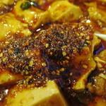 食彩ガーデン - ラー油をマーボー豆腐にタップリ加えて