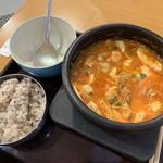 明洞食堂 - 料理写真:スンドゥブ(混ぜた後)取皿アリ