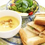 ラ・グラスリィ - ハムとチーズのホットサンドイッチ