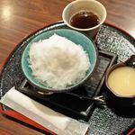 お城茶屋 - ボキは、岡山産白桃ピューレ使用、白桃かき氷780円。氷がふわふわだよ~
