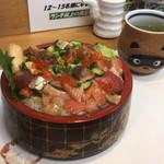 117078757 - 【バラちらし】(900円)+ご飯大盛り(無料)