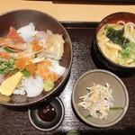 117080086 - 海鮮丼・うどんセット