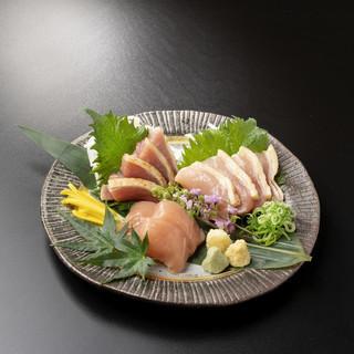 お造りでも味わえる新鮮な丹波産黒どり・うなま山地鶏を使用。