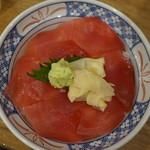 磯丸水産 - マグロ丼(¥590税抜き)