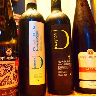 自社直輸入を始め、ワインは20種以上をご用意しております!