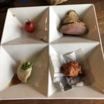 中華バルSAISAI。 - 前菜の盛り合わせ  プチトマトパクチーソース、       水餃子、蓮根と海老のしんじょ揚げ、       豚チャーシューと合鴨のローストの中華風カルパッチョ