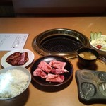 一升びん - ハラミ・上カルビ・野菜サラダ・めし大・味噌汁