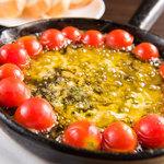 バルニューヨークTOKYO - トマトとチーズのアヒージョ