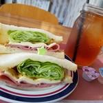 イエス!!!ピクニックパーラー - パストラミクリームサンドイッチ